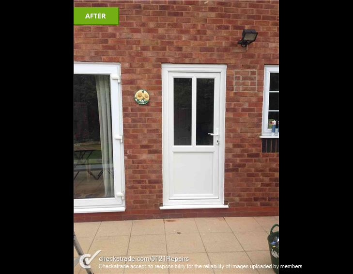 Replace the back door for UPVC.